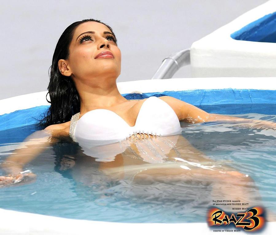 bipasha basu in white bikini in raaz3