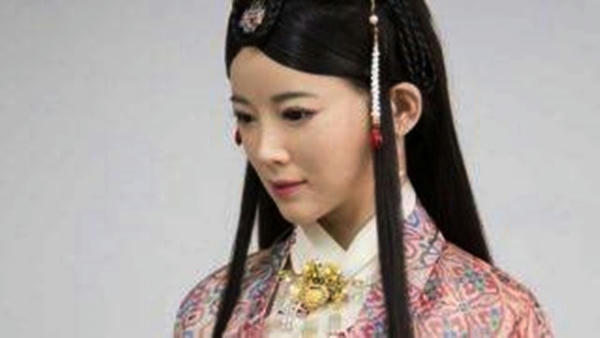 Polémica por entrevista de Jia Jia, la robot humanoide china
