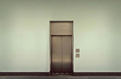 La-absurda-muerte-de-una-mujer-china-atrapada-por-un-mes-en-un-ascensor