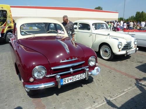 Škoda 1200-955 Sedan (v pozadí Škoda Tudor)