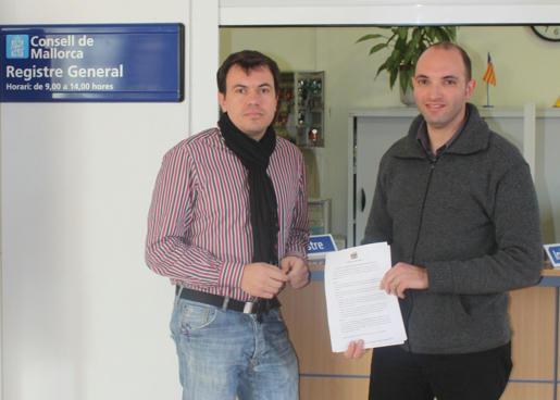 Biel Cerdà i Tomeu Cifre presentares l'al·legació al registre del Consell