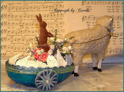 zajíček velikonoční ve vozíku beránek