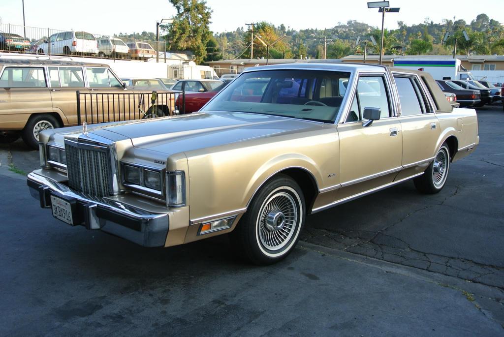 Lincoln Town Car Luxury Sedan Best: 1985 Lincoln Town Car Luxury