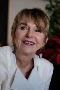 Tara Lain Author Pic - updated 12.10.18