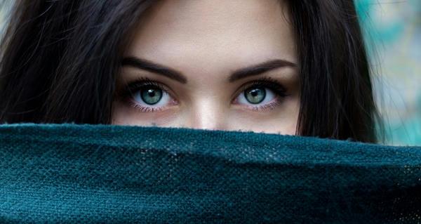 La importancia de las cejas en la evolución humana
