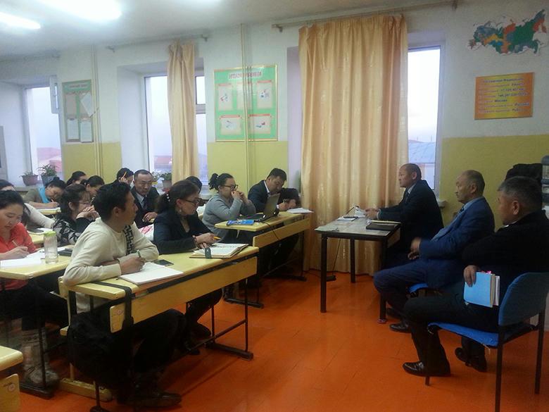 Есөнбулаг сумын II сургуулийн багш, ажилтнуудад сургалт оров.