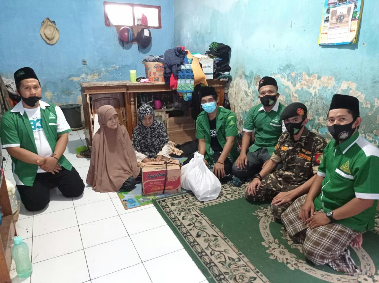 PAC Ansor Cipedes kembali Salurkan Bantuan Sembako Untuk Masyarakat Kurang Mampu