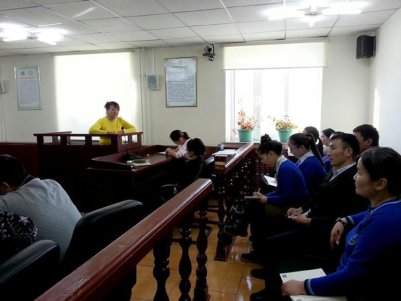 Монгол хэлний найруулга зүйн талаар нийт шүүгч ажилтнуудад сургалт хийлээ.