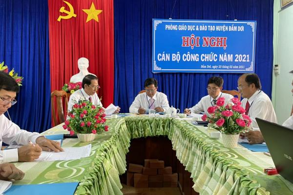 Công chức tham dự Hội nghị