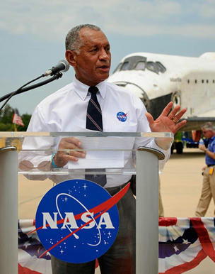 Mayor Charles Frank Bolden, Jr., administrador de la NASA, reconoció incluso haber estado en las instalaciones secretas del Área 51, pero también afirmó que no hay Ovnis allí