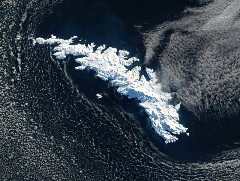 Alerta por inminente colisión de iceberg contra isla del Atlántico Sur