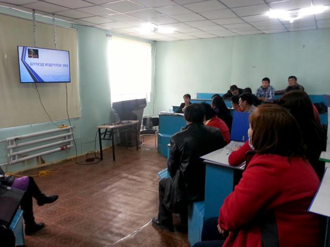 """""""Хууль сурталчлах аян""""-ы хүрээнд Анагаахын шинжлэх ухааны үндэсний их сургуулийн Говь-Алтай аймаг дахь Анагаах ухааны сургуулийн багш, ажилтнуудад сургалт оров."""