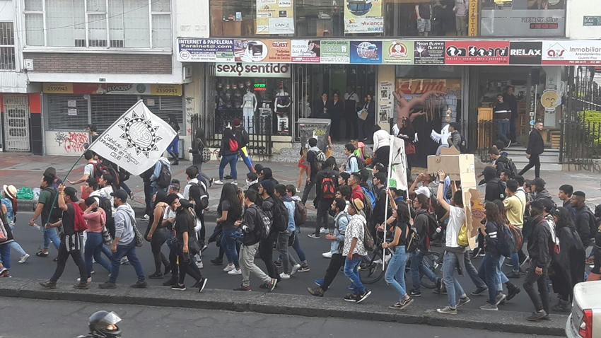 Marcha de estudiantes en nueva oleada de inconformidad social en Colombia