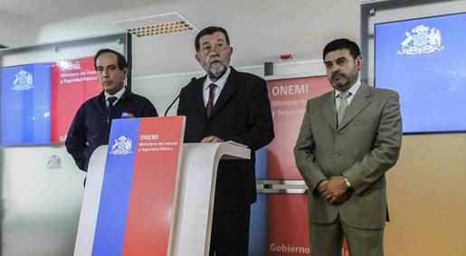El-subsecretario-del-Interior,-Mahmud-Aleuy,-anunció-drásticas-medidas-contra-los-especuladores-que-en-forma-inhumana-tratan-de-lucrarse-de-la-tragedia-vivida-en-la-zona-norte-de-Chile