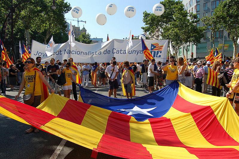 Día-histórico-para-Catalunya-al-decidir-romper-sus-lazos-con-España.-Dia-històric-per-a-Catalunya-en-decidir-trencar-els-seus-llaços-amb-Espanya