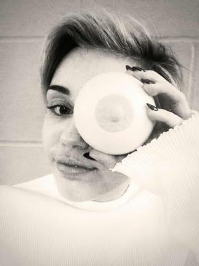 Miley-Cyrus,-inició-con-su-rebeldia-la-protesta-Free-The-Nipple
