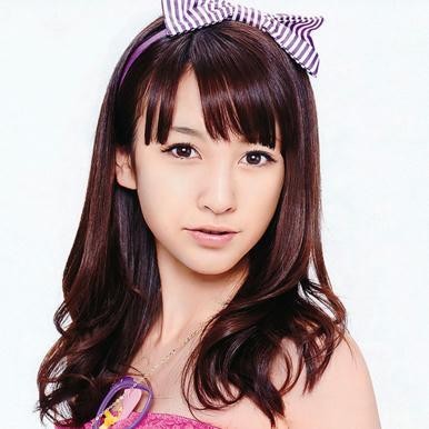 La-hermosa-cantante-japonesa-Aimi-Eguchi