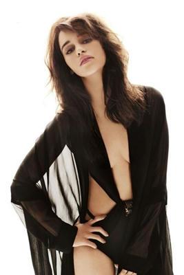 El-lado-de-femme-fatale-de-Emilia-Clarke