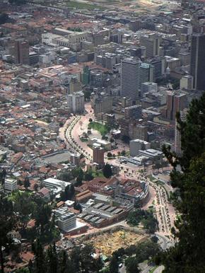 El-centro-de-Bogotá,-la-moderna-capital-de-Colombia,-esconde-en-sus-entrañas-el-horror-de-la-Calle-del-Bronx