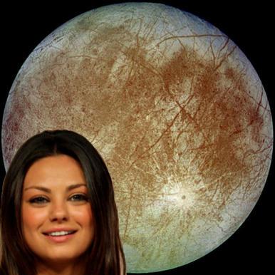"""Europa,-una-de-las-lunas-de-Júpiter,-tan-llena-de-misterios-como-de-Belleza-Mila-Kunis,-la-intrépida-Jupiter-Jones,-del-film-""""El-Destino-de-Júpiter"""""""