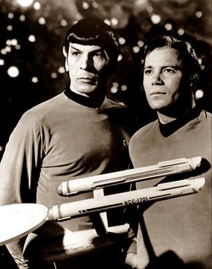 El-actor-Leonard-Simon-Nimoy,-estará-siempre-ligado-no-solo-a-los-recuerdos-de-aquellas-generaciones-que-lo-conocieron-como-el-Sr.-Spock,-de-Viaje-a-las-Estrellas,-sino-al-futuro-de-los-viajes-espaciales-humanos