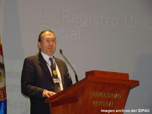 Dr.-Jaime-Edward-Ospina-Guzmán,-abogado-y-Director-Ejecutivo-de-la-Fundación-ACCIÓN-13,-dirige-también-el-Centro-de-Conciliación