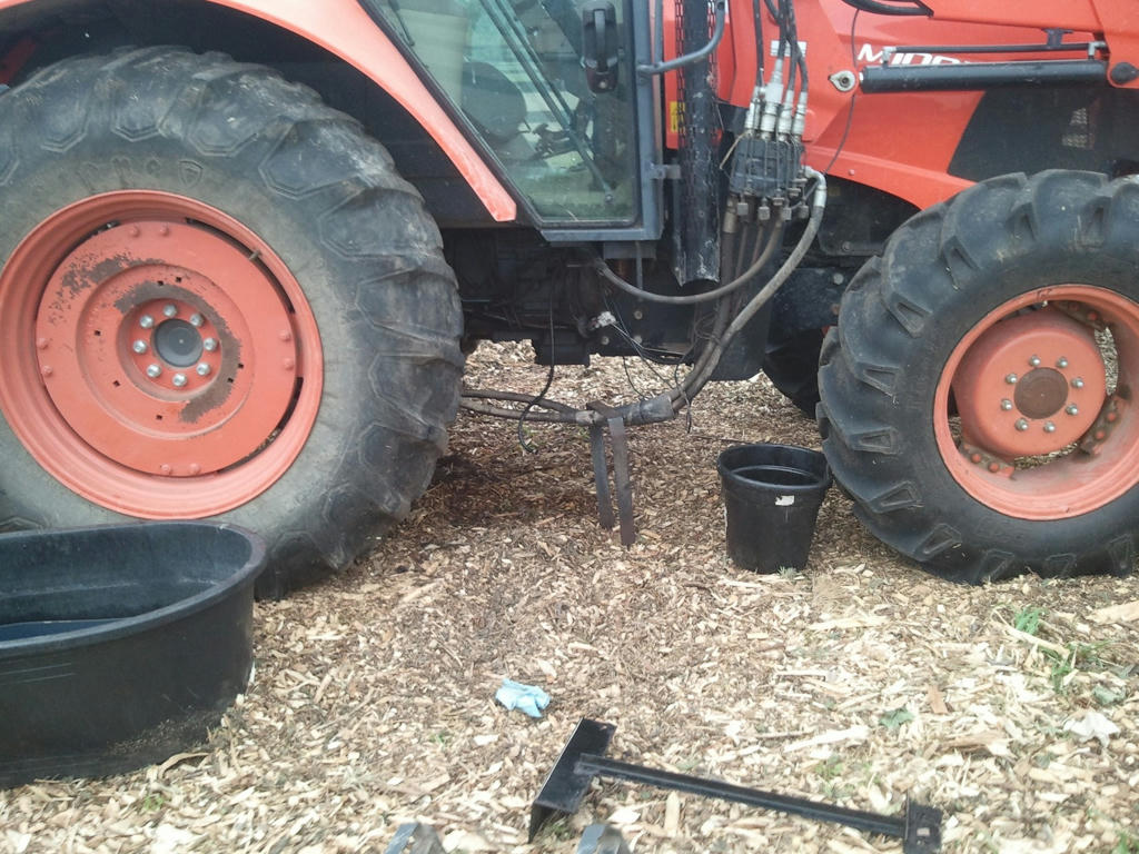 Kubota Tractor Fuel Tank : Replace m xdtc fuel tank orangetractortalks
