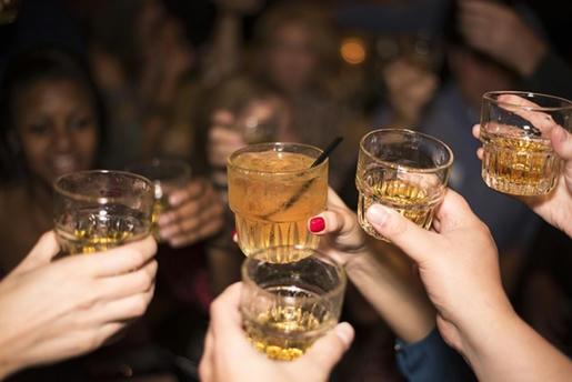 El-estudio-de-la-Universidad-de-Bristol-se-refiere-únicamente-a-la-relación-entre-películas-y-consumo-de-alcohol-en-adolescentes,-pero-la-misma-teoría-se-puede-aplicar-para-el-consumo-de-drogas-como-la-marihuana