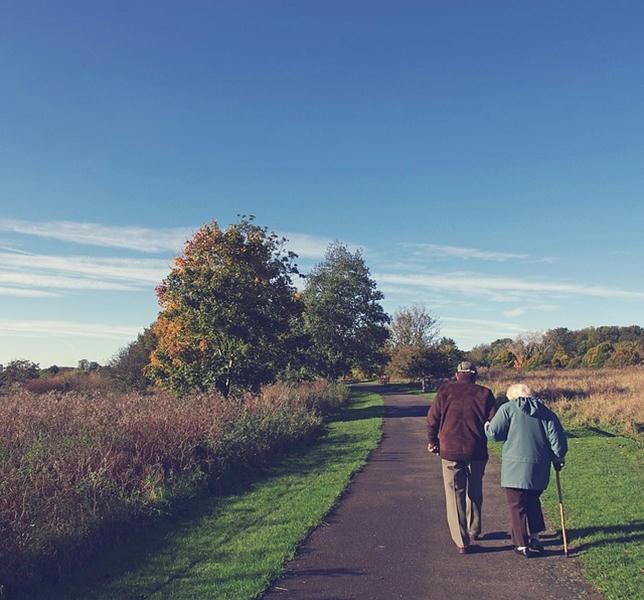 Al-final-lo-único-importante-es-la-persona-que-camina-a-tu-lado-hacia-el-ocaso