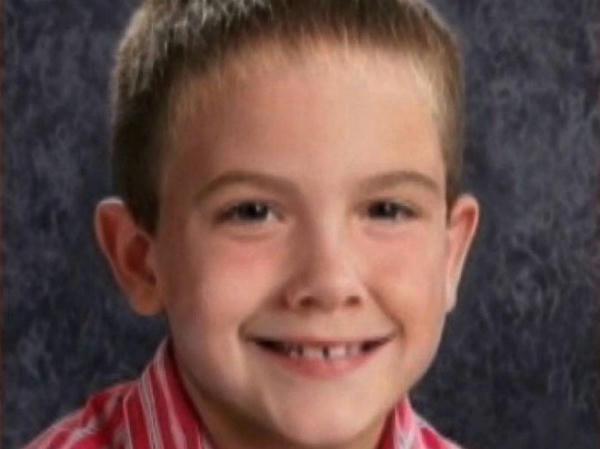 Un adolescente que fue hallado vagando en un vecindario de Kentucky, dijo que era Timmothy Pitzen, el niño perdido hace 8 años, pero su ADN no concordó