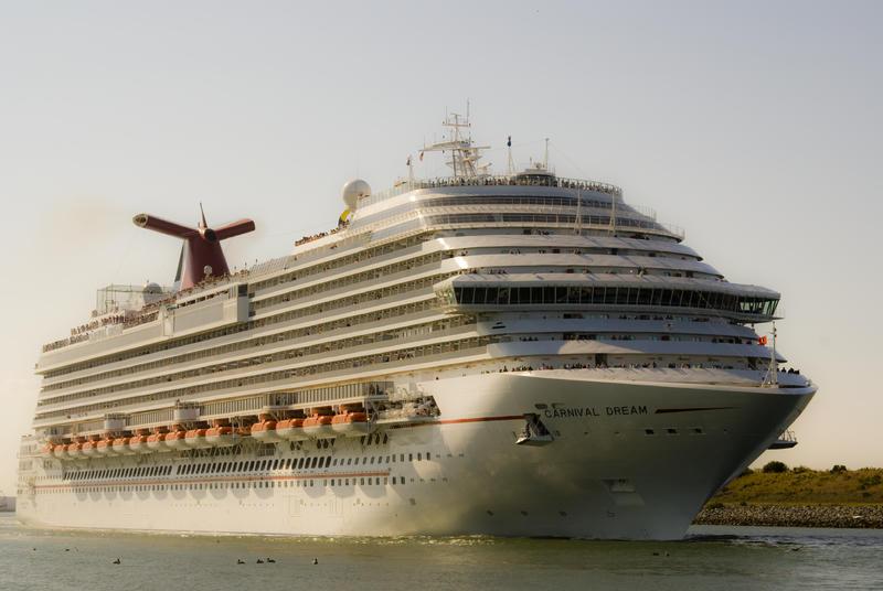 En marzo de 2013 el mismo navío quedó varado en el puerto de Philipsburg, Sint Maarten, por problemas en los generadores