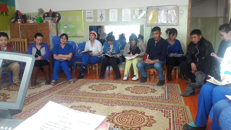 Есөнбулаг сумын III цэцэрлэг, I сургуулийн багш, ажилтнуудад сургалт оров.