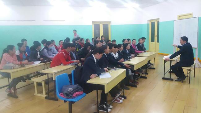Ч.Лодойдамбын нэрэмжит ерөнхий боловсролын 12 жилийн 2 дугаар сургуулийн 11 дүгээр ангийн 3 бүлгийн сурагчдад хичээл оров.