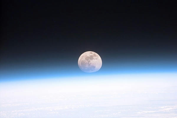 Enamorados,-Poetas-y-Hombres-Lobo-se-quedarían-sin-Luna-Llena-en-5000-años