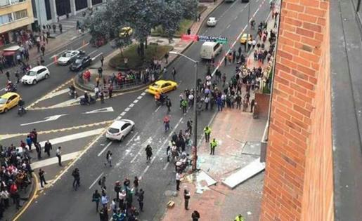 Vía-Twitter-se-publicaron-las-primeras-imágenes-de-los-atentados-terroristas-de-la-tarde-de-ayer-en-Bogotá,-Colombia
