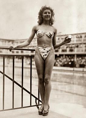 El-05-de-julio-de-1946,-la-bailarina-nudista-Micheline-Bernardini,-única-en-aceptar,-se-convirtió-en-la-primera-modelo-en-posar-con-la-controversial-prenda-llamada-Bikini