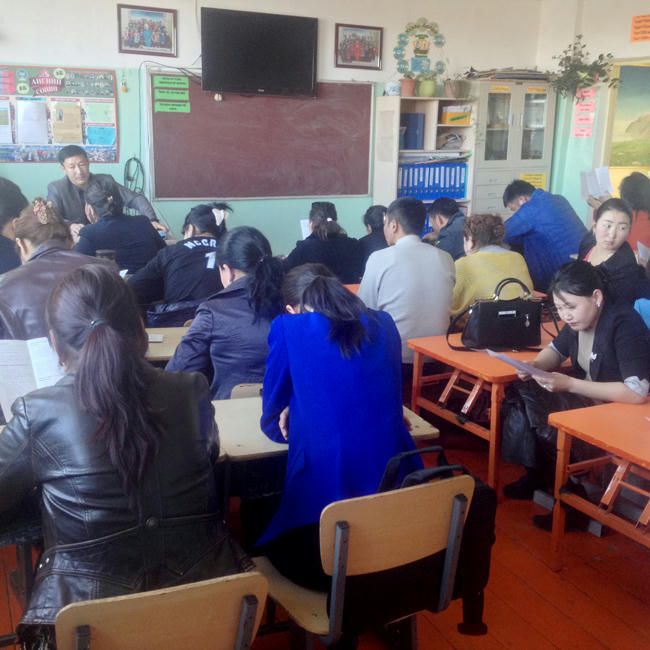 """""""Хууль сурталчлах аян""""-ы хүрээнд Говь-Алтай аймгийн Аудитын газар, Байгаль, орчин аялал жуулчлалын газар, Есөнбулаг сумын """"Хантайшир-Эрдэм"""" цогцолбор сургууль, 12 жилийн 3 дугаар сургуулиудад мэдээлэл хийв."""