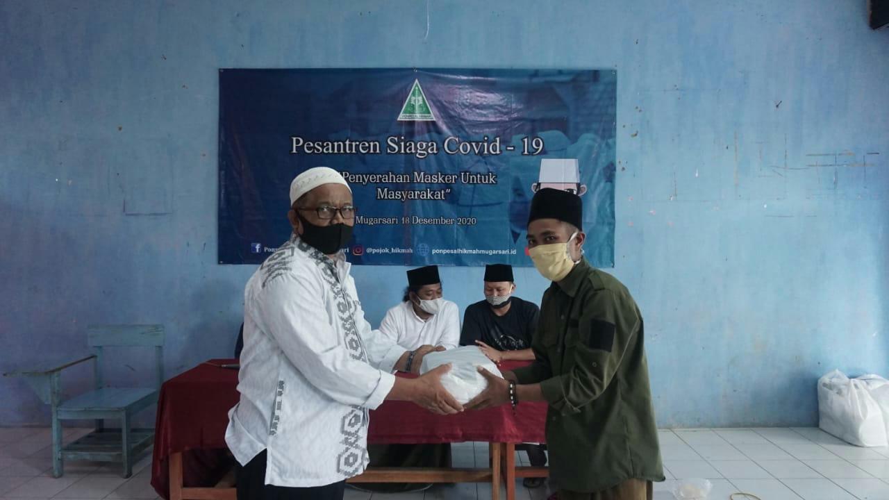 Peduli Kesehatan Masyarakat, Ponpes Al-Hikmah Bagikan Masker Gratis